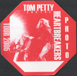 ##MUSICBP0648 - Tom Petty and the Heartbreakers OTTO Cloth Backstage Pass from the 2005 Tour